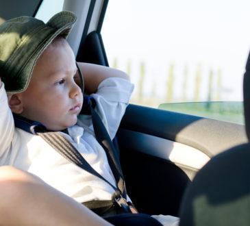 Barn i bil