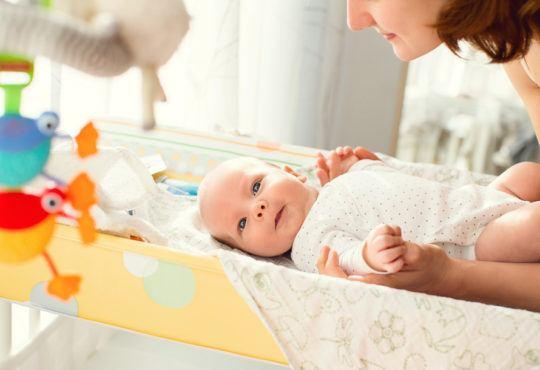 Bebis på skötbord