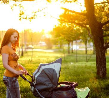 Sol och barnvagn